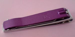 COUPE ONGLES violet