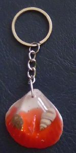 PORTE CLEFS COQUILLAGE ROUGE