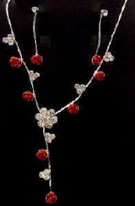 PARURE ROSES ROUGE STRASS BLANC